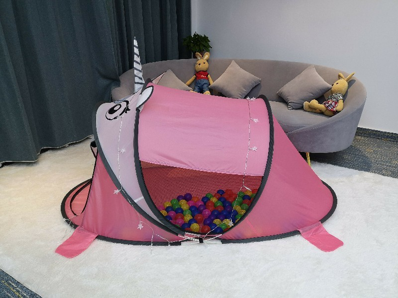 Unicorn shaped play tent with automatic pop-up suitable for indoor and outdoor use